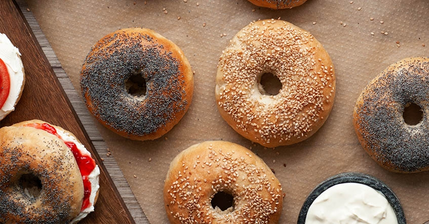 Bagels_cream_cheese_jam_baking_Toppits