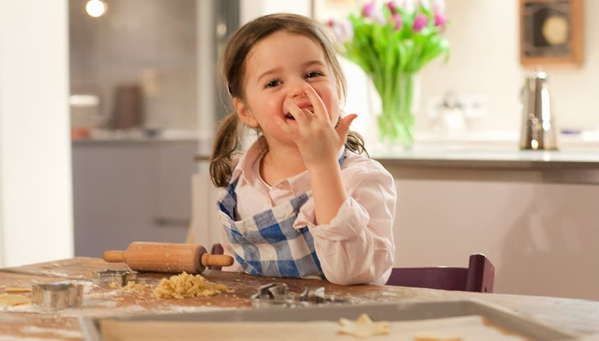 Baka kakor med bakplåtspapper i ark från Toppits