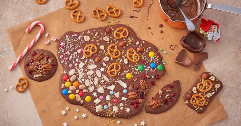 Chokladbräck med kringlor, strössel och mycket mer på Toppits bakplåtspapper