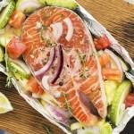 Färsk fisk med sallad