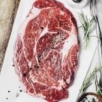 Färskt kött med tillbehör