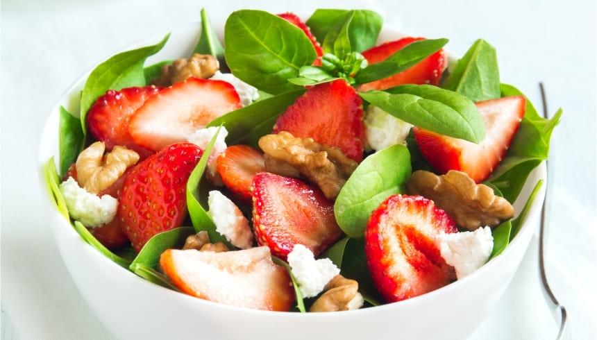 Fräsch sallad med jordgubbar