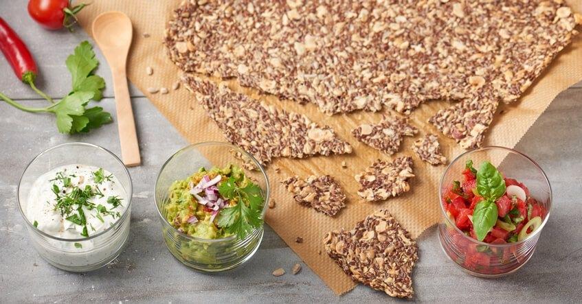Härligt knapriga knäckebröd med rena ingredienser tillsammans med Toppits® bakplåtspapper