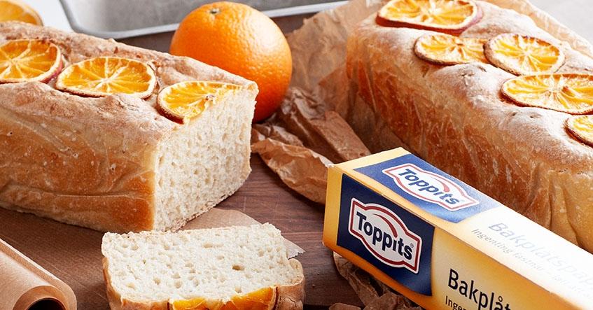 Hembakat bröd på apelsin och palsternacka bakat i brödform med Toppits bakplåtspapper