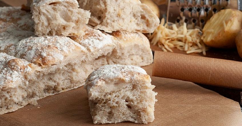 Hembakat potatisbröd på bakplåtspapper från Toppits