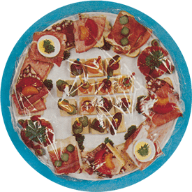 Livsmedel täckt med plastfolie