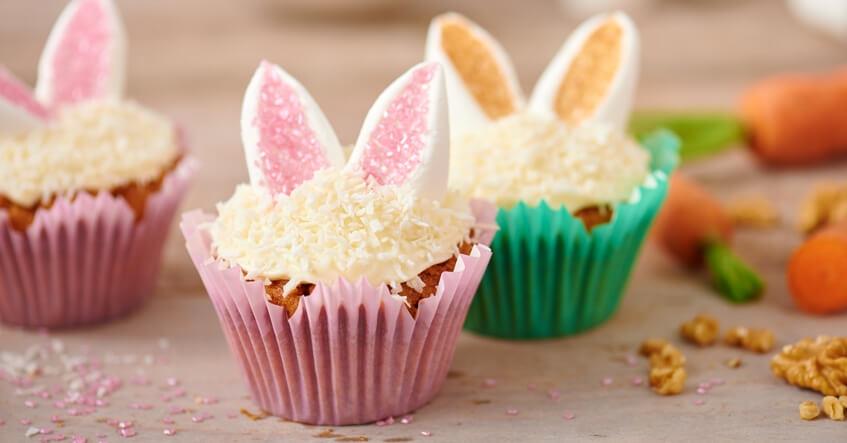 Morotsmuffins med dekoration av kaninöron i Toppits Flower muffins formar