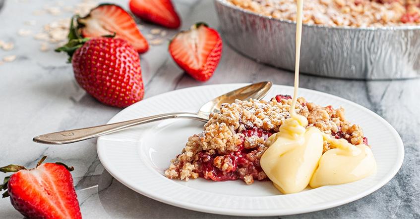 Somrig jordgubbspaj med vaniljsås i aluminiumform från Toppits